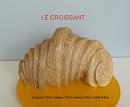 Sculpture abstraite en stéatite de couleur ocre nommée croissant en raison , sous un certain angle ,de sa ressemblance avec la croustillante viennoiserie.