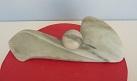 Sculpture abstraite en stéatite, de couleur vert bouteille, nommée`naissance d`une bulle`.