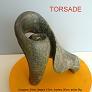 Sculpture abstraite en stéatite de couleur gris sombre nommée torsade en raison d`une vague apparence d`enroulement